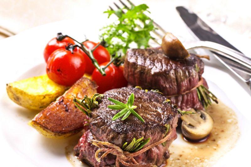 Rinderfilet Medaillons im Speckmantel mit Steak und Grill Gewürz