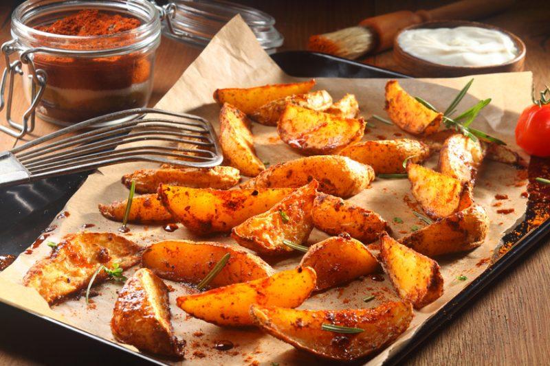 Patatas Bravas - Kartoffelecken mit baskicherm chili