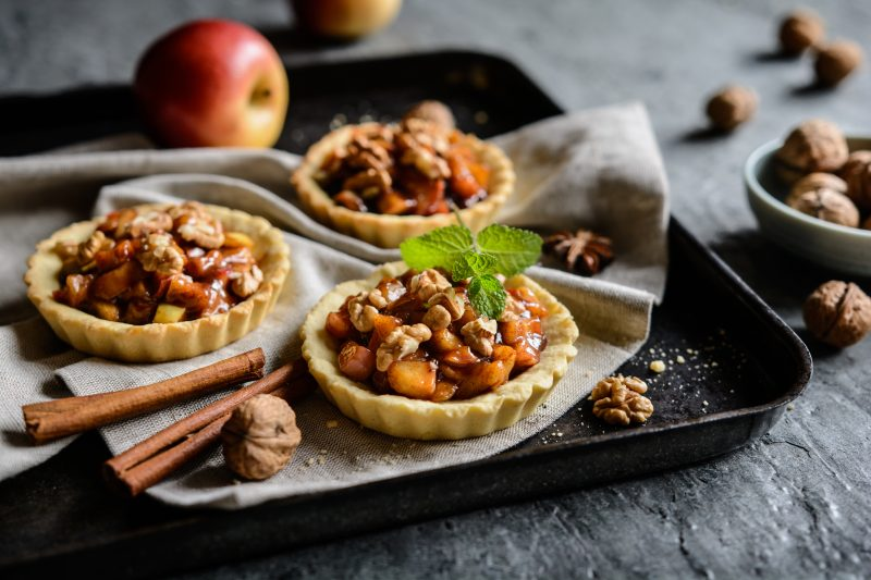 Delicious tartlets filled with caramelized apple pieces, cinnamon and walnuts
