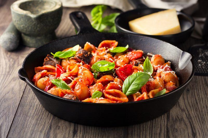 Gemüse-Pasta mit Tomatensugo