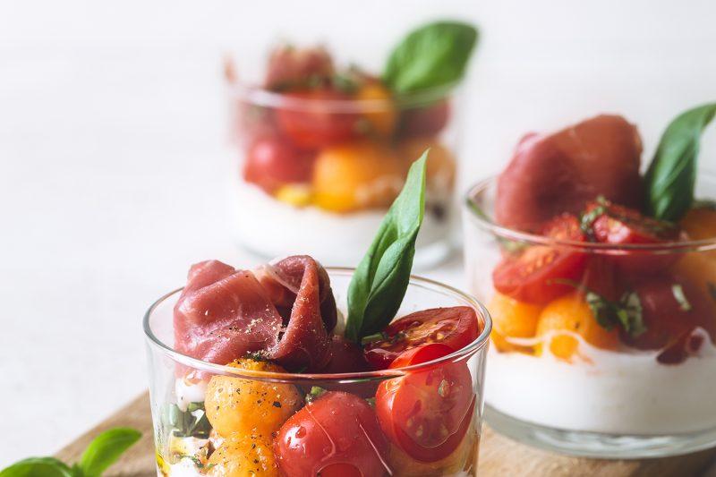 Cantaloupe-Kirschtomaten-Salat im Glas