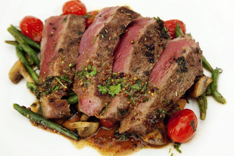 Steak in Senfsauce mit grünen Bohnen