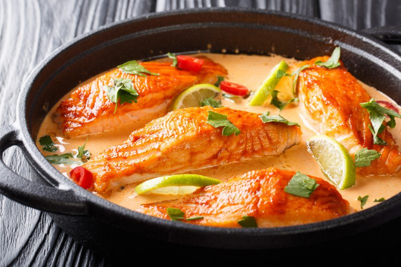 Lachsfilets in würziger Thai-Currysauce