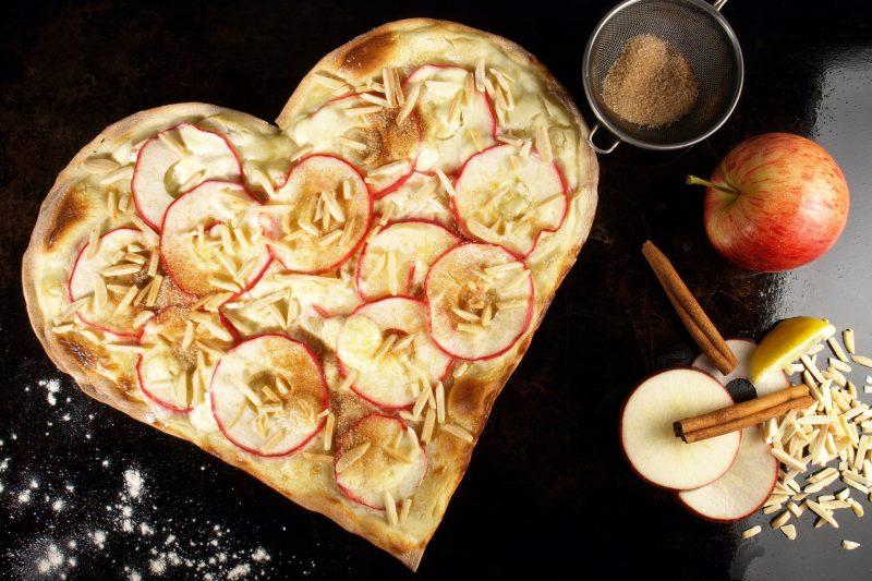 Süßer Flammkuchen mit Apfel